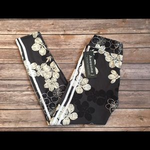 Pants - NWT Leggings gray one size